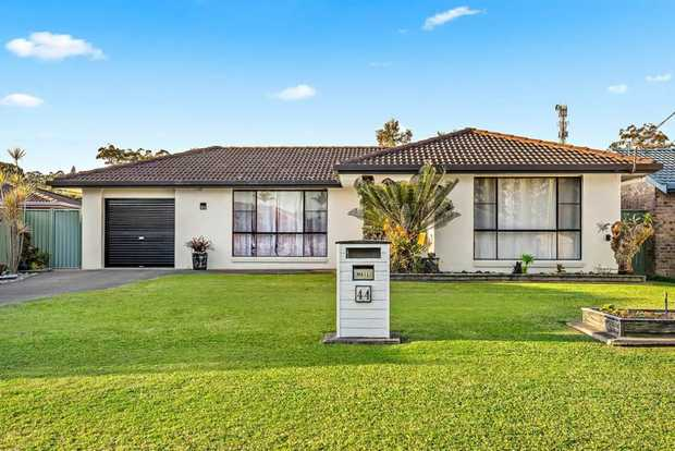 This recently modernised home is located eastern side of the Highway and is walking distance from the...