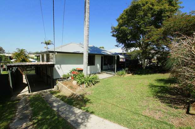 Situated a short drive to the Plaza or Coffs Central sits this lovely three bedroom property, with...
