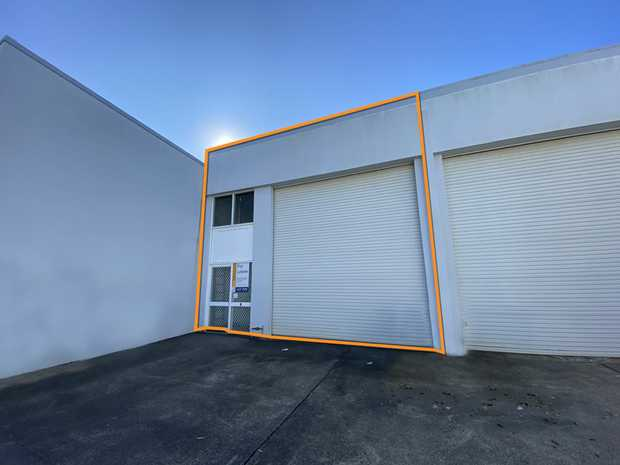 This industrial unit is approximately 109sqm and is situated in the Gateway Place industrial area...