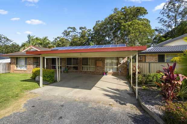 Currently managed by The Edge Property Agency since 2011.  This brick and tile family home has been...