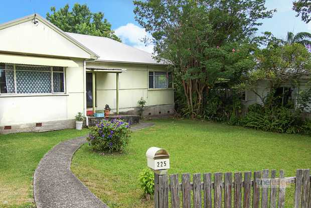 Conveniently located within walking distance of Coffs Harbour's CBD is this charming, older style th...