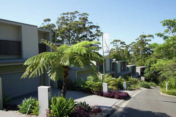 This modern three bedroom townhouse overlooks Coffs Harbour district and is within walking distance...