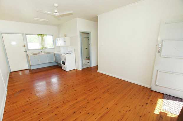 This one bedroom unit is conveniently located close to Coffs Harbour's race course and the Jetty are...