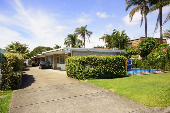 Located across from beautiful Park Beach and within walking distance to the jetty precinct. This lov...