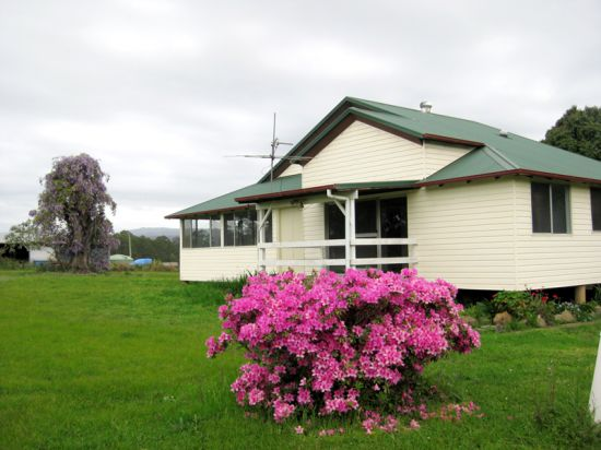 Enjoy relaxing country living in this charming cottage set on an acreage which benefits from a flexible...