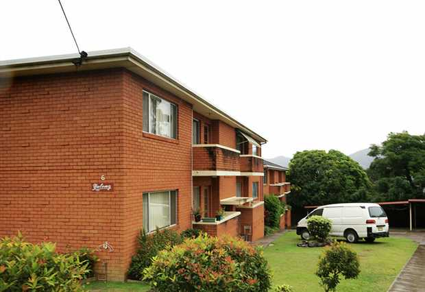This two bedroom apartment is conveniently located within walking distance of Coffs Harbour's CBD, s...