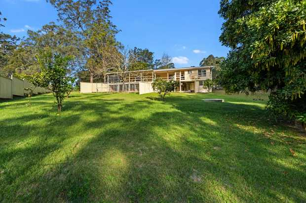 Only a casual 40 mins drive from the Coffs CBD and you can find this affordable good-sized family home...