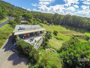 A home with a heart-lifting vista on 2,813m2 block...