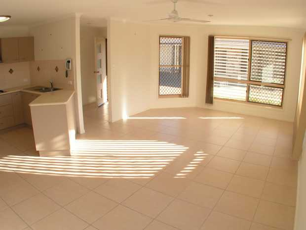Located in the very sought after Bundaberg West area, this unit is just a few minutes walk to the ma...