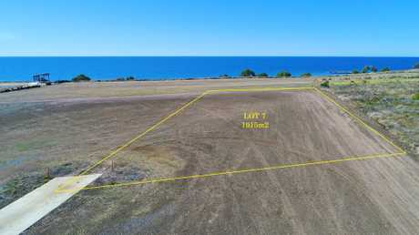 Lot 7 is a huge 1915m2 ocean front allotment located in Hamptons Estate, Burnett Heads newest and only...