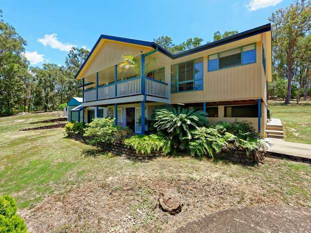 With its unique design, magnificent bush outlook, quiet and peaceful surroundings, this is a fantast...