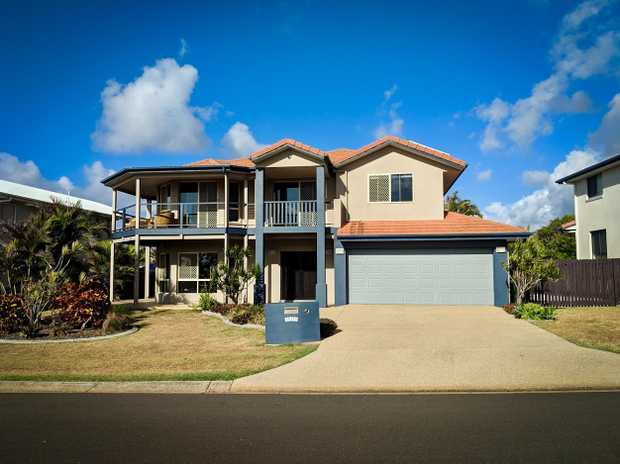 Set in the most idyllic, beautiful beachside suburb is this spacious 2-storey 4- bedroom house oppos...