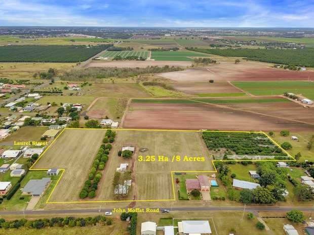 Substantial 3.25ha (8 acre) allotment located on a private and quite country road, under 10 minutes...