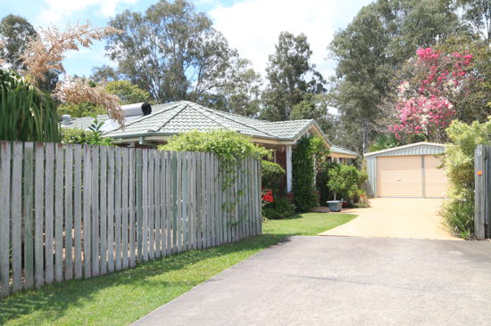 This spacious home has a lot to offer especially if you are after privacy. she backs on to recreational...