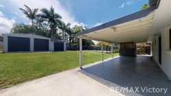 Spacious family home with large open plan living which has been recently renovated inside.  Easy si...