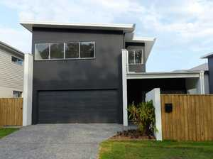 Are you looking for a spacious townhouse close to parks, lake, schools & the new sunshine coast...