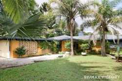 Amazing Property in an Amazing Location An exciting opportunity exists for the larger or growing fa...