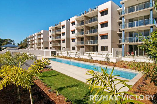 This secure gated complex offers a contemporary style of waterside living at an affordable price.  With...
