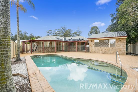 This home offers comfortable living with open plan kitchen/ dining/living areas that give way for great...