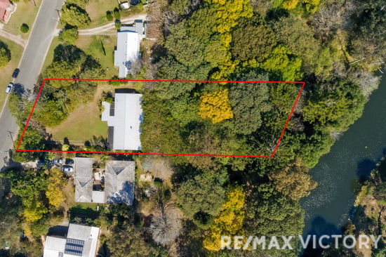 Very rare property sitting on 3164m2 of land that backs onto the Caboolture River.  This 3-bedroom home...