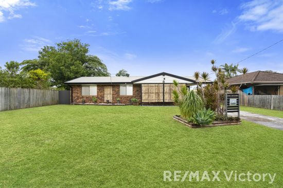 This lowset brick home is situated on a 759m2 block with double side access in a quiet cul-de-sac...