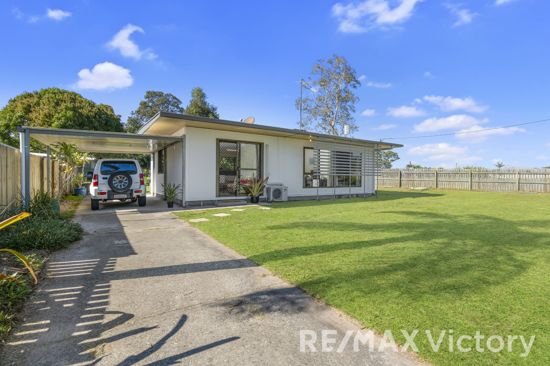 Cute as a button with a functional floorplan, large bedrooms and easy low maintanence block - fully...