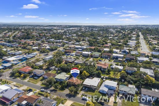 *A Family Home with GREAT POTENTIAL in a PRIME LOCATION only 1KM from Sutton's Beach*  * Brick Split...
