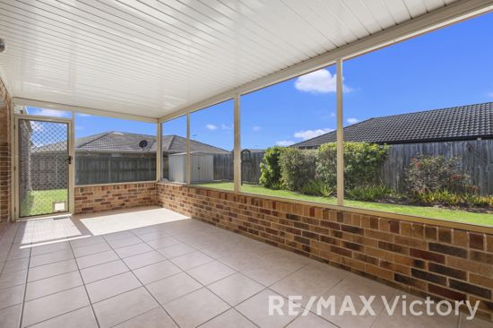 This lovely home is situated within minutes to the M1, Morayfield Train Station, Shopping Centre and...