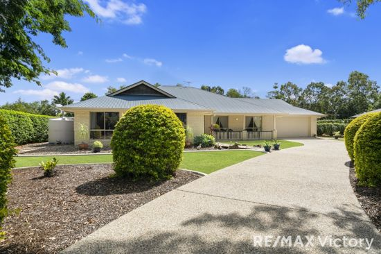 Located with minutes to the M1 highway and the boat ramp, leading out to Moreton Bay, this lovely home...