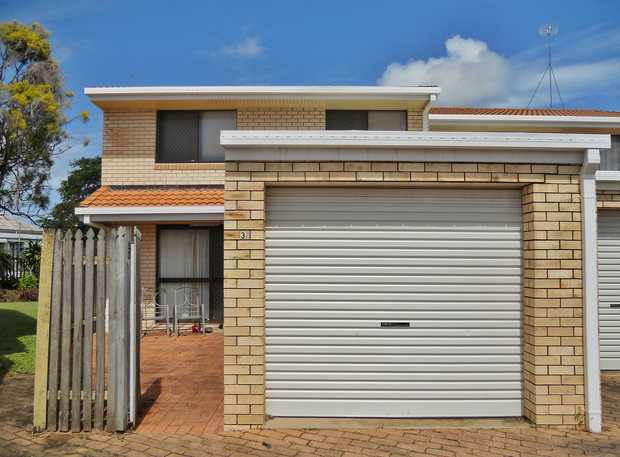 This neat and tidy brick unit is in an outstanding location just across the road from the Friendlies...