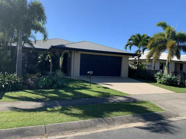 This Large Family Home has all the features your family is after. The properties living areas are open...