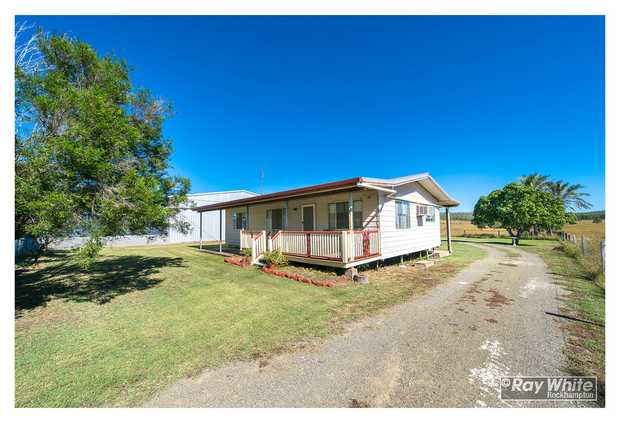 At 521 Rossmoya Rd, Wattle Bank, which is just a couple of kilometres past The Caves township is this...