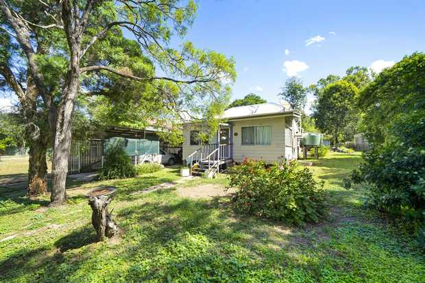 - 2 bedroom (3rd bedroom optional) classic cottage: 100 years plus young - Open plan lounge and...