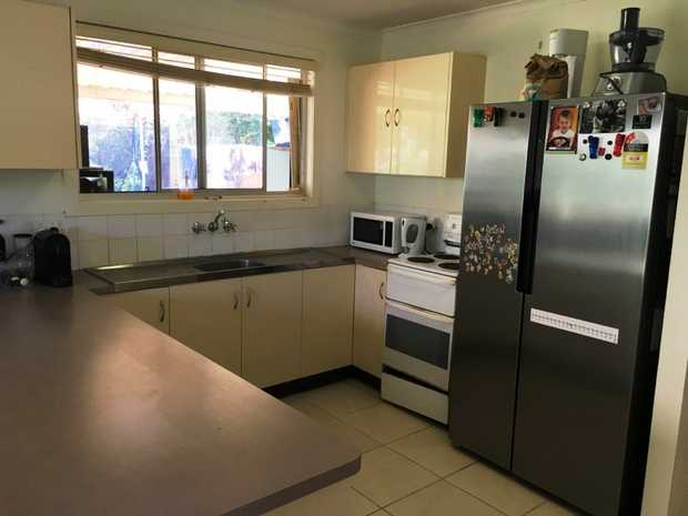 Centrally located on top of Buderim sits this two bedroom duplex with a private backyard.  - Tiled...