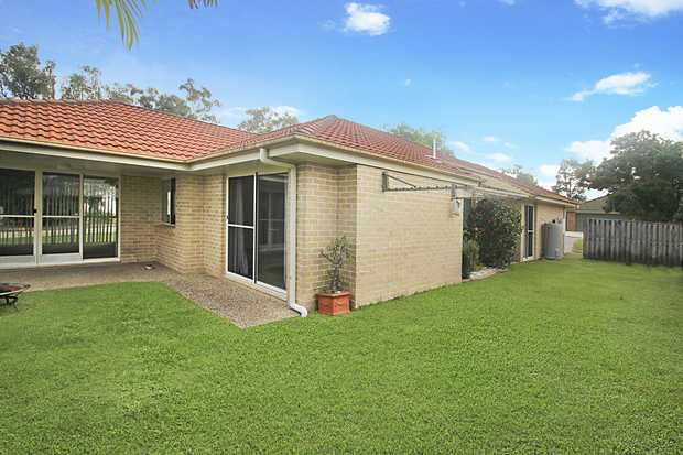 Robert James Realty Property Management presents this 3 bed house for rent in NOOSAVILLE  * 3 Bed * 2...