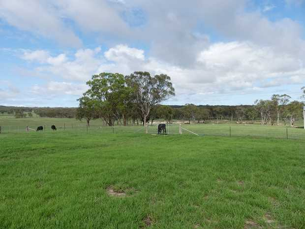 Broadwater 10minutes drive South West of Stanthorpe 36 Clarke Lane is located very close to leading...