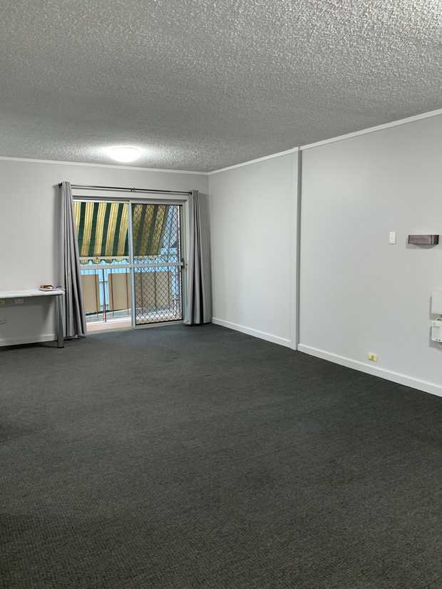 Situated in a quit inner city complex this fully renovated ground floor inner city studio unit...