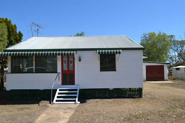 Situated in the quiet village of Quinalow which is close to several feed lots, handy to the Acland mine...