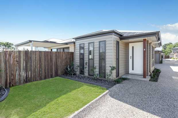 This very stylish brand new villa is located in Wilsonton within a quiet complex and is waiting for you...