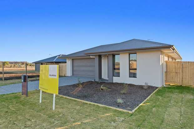 This modern home is located only 20 minutes from the Toowoomba city centre and has easy access to...