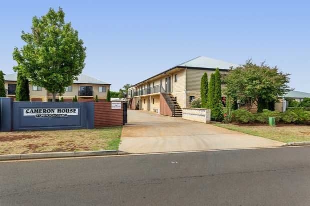 This beautifully presented, spacious and fully furnished unit is within walking distance to USQ.  - 1...