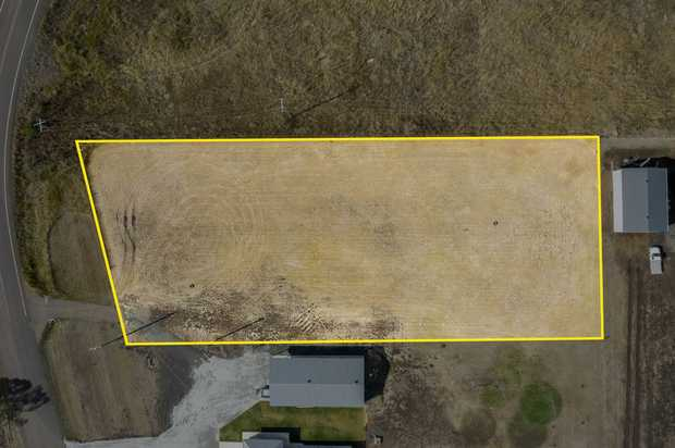 This large 4001m2 level block of land will be well suited to carry the finest of homes and...