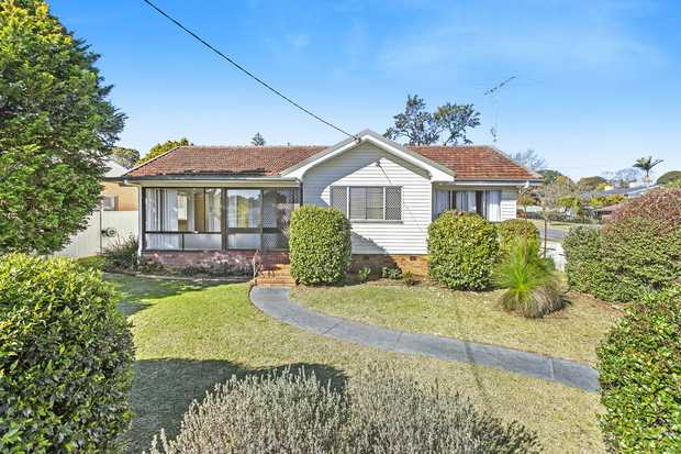 This family friendly home is ideally located. Within short walking distance of Rangeville Primary...
