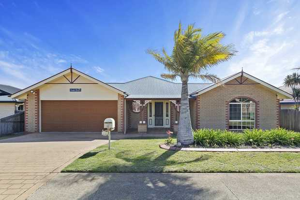Enjoy the amount of space this huge 5 bedroom family home has to offer. It offers all the creature...