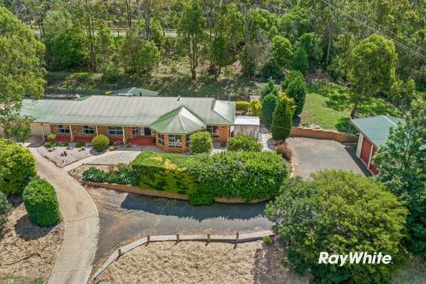 Located less than 10 minutes drive from Toowoomba on a 2452m2 allotment with a beautiful scenic outlook...