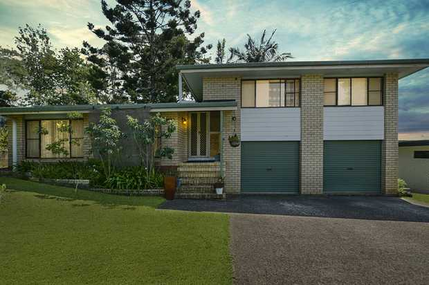 Perfectly positioned just a few minutes' walk from the town centre of Maleny, this multi-level family...