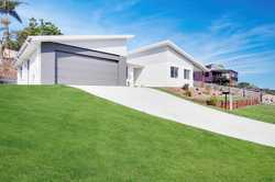 Brand new 4-bedroom home, in the growth suburb of Burnside. Close proximity to local primary/high sc...
