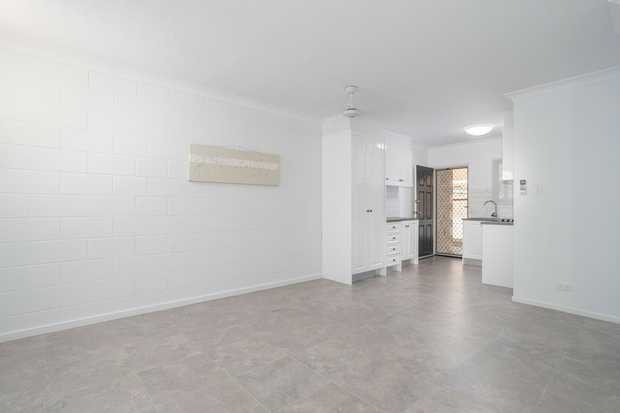 Have you been looking for an immaculate 2 bedroom ground floor apartment right in the heart of central...