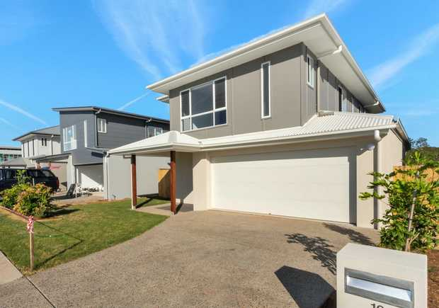 Highset homes can be a rare find in Peregian Springs. Located within a short walk to Coles shopping...