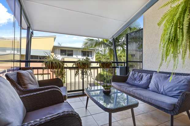 Located in the resort-like, pet friendly Emerald Springs complex, this family sized townhouse is ideal...